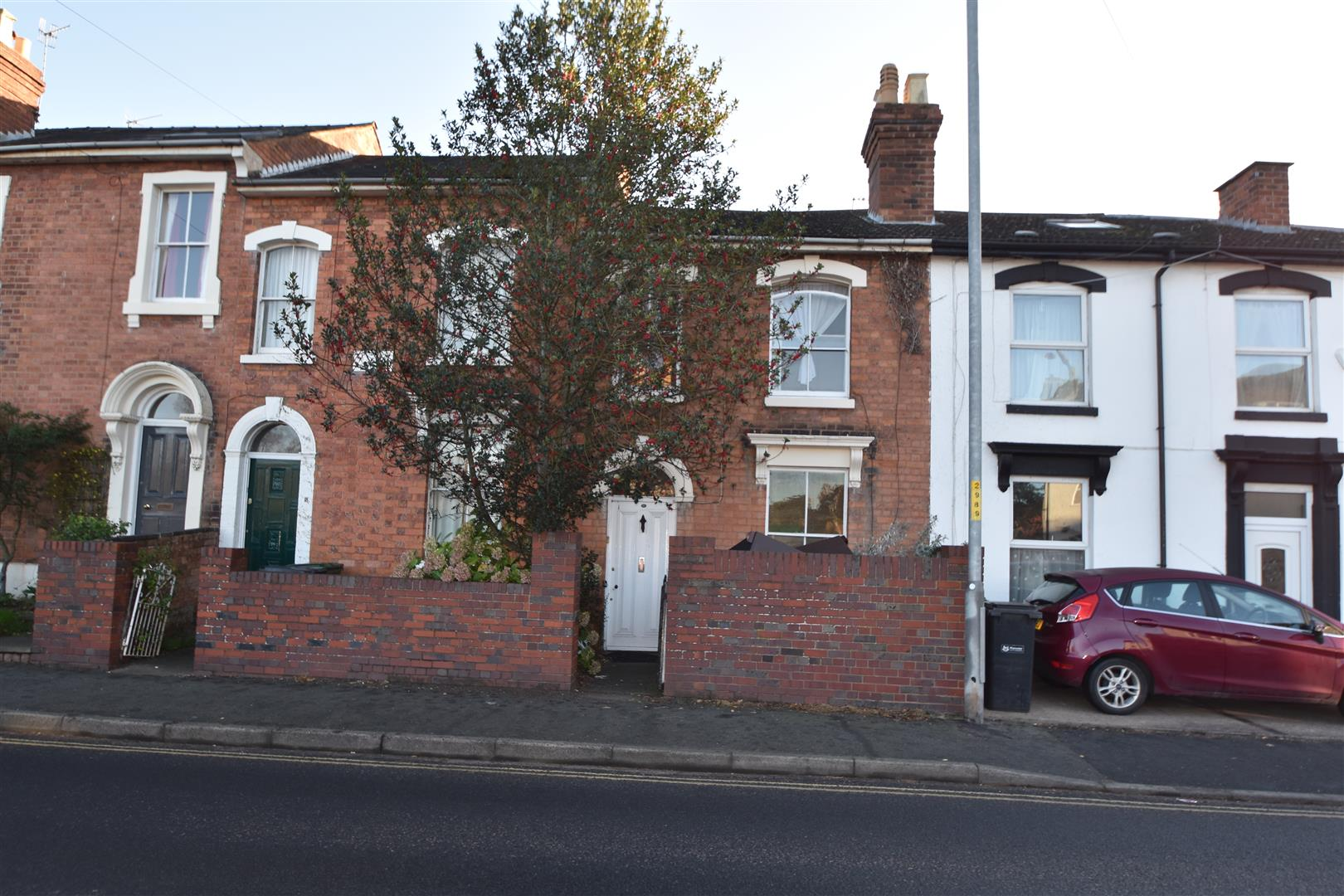 2 Bedrooms Terraced House for sale in Chestnut Walk, Worcester